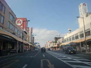 市街地の中心を通る国道3号 - 薩摩川内市