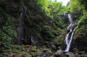 雄滝(左)と雌滝(右) - 神山町