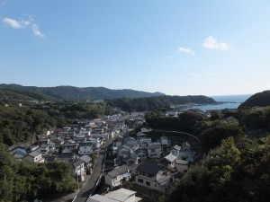 中浜集落のようす 海・山に囲まれた静かな集落です