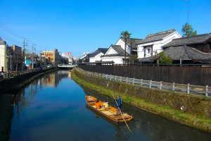 巴波川沿いに続く蔵 - 栃木市