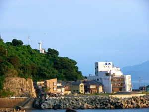 米ノ浦集落と干飯崎灯台 - 越前町