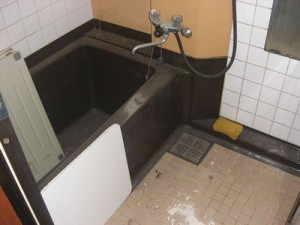 お風呂は天井の修繕が必須