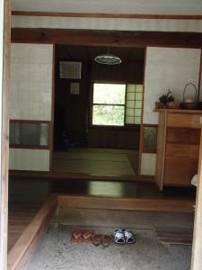 玄関から見た室内の様子