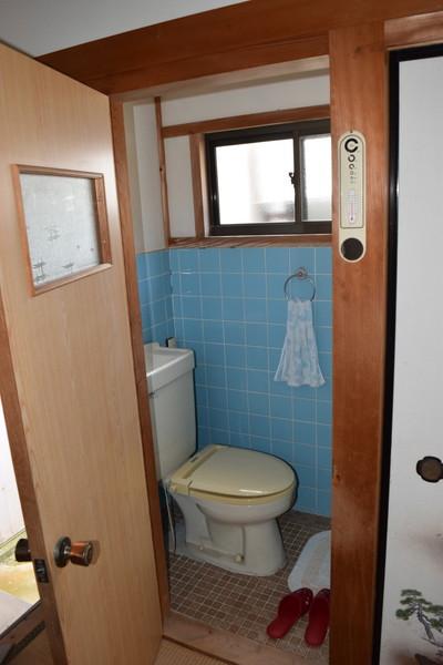 トイレは洋式水洗と汲み取りがあります