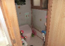 トイレは洋式で簡易水洗です