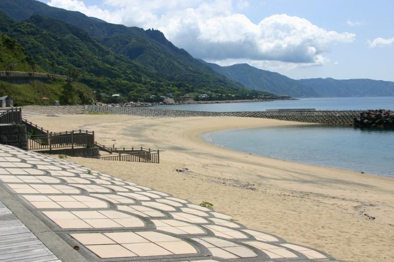 黄金色の砂浜の海水浴場、ゴールドビーチ大浜